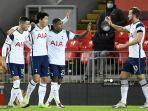 striker-tottenham-hotspur-dari-korea-selatan-son-heung-min-cetak-gol-ke-gawang-liverpool.jpg