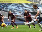 striker-tottenham-hotspur-harry-kane-cetak-gol-penalti-lawan-leeds-united.jpg
