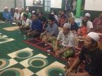suasana-doa-bersama-untuk-almarhum-novi-eka-meliana-31-di-sebuah-mushola_20170221_201503.jpg