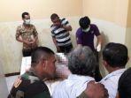 suasana-keluarga-dan-kerabat-korban-memastikan-identitas-di-rumah-sakit-bhayangkara_20170512_215348.jpg