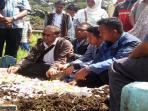 suasana-pemakaman-nurwati-di-tpu-mergan-kecamatan-sukun-malang_20150218_112421.jpg
