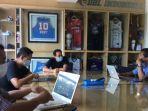 suasana-pertemuan-manajemen-persebaya-dengan-jajaran-tim-pelatih.jpg