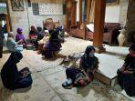 suasana-rumah-duka-didi-kempot-di-kabupaten-ngawi_20200505_112554.jpg
