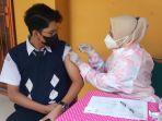 suntik-vaksin-covid-19-smp-tangerang_20210719_142320.jpg