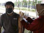 suntik-vaksinasi-covid-19-masyarakat-semarang_20210630_151302.jpg