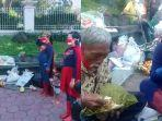 Tersentuh Kisah Ngatimin, Pejuang yang Kini Jualan Mainan, 'Superman' Borong Dagangannya