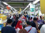 supermarket-masih-diborong-warga-parnoan.jpg