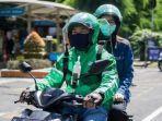 supir-grab-bike-dan-penumpang-yang-menerapkan-protokol-kesehatan.jpg
