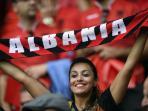 suporter-albania-bersorak-untuk-timnya-dalam-pertandingan_20160613_160303.jpg