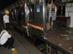 tabrakan-kereta-commuterline-di-stasiun-juanda_20150923_195139.jpg