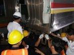 tabrakan-kereta-commuterline-di-stasiun-juanda_20150923_195303.jpg