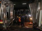 tabrakan-kereta-commuterline-di-stasiun-juanda_20150923_195407.jpg