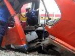 tabrakan-krl-dengan-metromini_20151206_185516.jpg