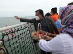 tabur-bunga-untuk-korban-pesawat-sriwijaya-air-sj-182_20210122_153542.jpg