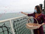 tabur-bunga-untuk-korban-pesawat-sriwijaya-air-sj-182_20210122_153935.jpg