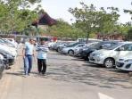 taksi-gelap-di-bandara-soekarno-hatta-parkir-berbaur_20141208_222041.jpg