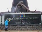 taman-mini-indonesia-indah-disemprot-disinfektan_20200318_210242.jpg