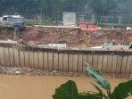 tanggul-kali-banjir-kanal-barat-longsong_20200227_060359.jpg