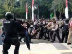 tangkapan-layar-video-berdurasi-48-detik-menunjukan-arogansi-anggota-polisi.jpg