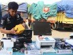 tangkapan-penyelundupan-barang-impor-pelabuhan-tanjung-priok_20151124_153354.jpg