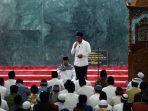 tarawih-pertama-di-mesjid-kh-hasyim-ashari_20170526_232316.jpg