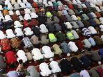 tarawih-pertama-di-mesjid-kh-hasyim-ashari_20170526_232417.jpg