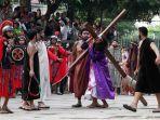 teatrikal-jalan-salib-perayaan-paskah_20170414_160012.jpg
