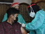 tenaga-medis-rs-husada-utama-surabaya-vaksinasi-covid-19_20210115_140523.jpg
