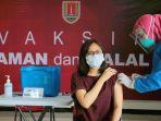 tenaga-medis-semarang-suntik-vaksin-covid-19-sinovac_20210115_121850.jpg