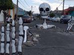 tengkorak-raksasa-yang-muncul-di-jalanan-meksiko.jpg