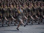 tentara-perempuan-korea-utara-saat-melakukan-parade-militer_20171122_181011.jpg