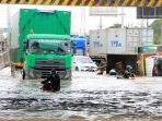 terendam-banjir-jalur-pantura-lumpuh_20210225_131754.jpg