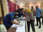 Anggota Polresta Banjarmasin Jalani Test Urine dari Propam Polda Kalsel