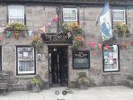 Terapkan Social Distancing, Pub di Inggris Ini Memasang Pagar Listrik