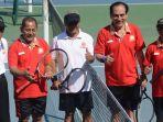 theo-l-sambuaga-menandai-berlangsungnya-kejuaraan-nasional-tenis-veteran-baveti-2017_20170811_172420.jpg