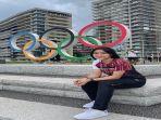 thet-htar-thuzar-berpose-di-depan-olympic-ring.jpg