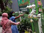 tiang-berbagi-sedekah-warga-kelurahan-rawa-barat_20200518_184918.jpg