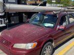 Pria Berusia 71 Tahun Angkut Tiang Listrik Menggunakan Mobil Sedan, Fakta Mengejutkan Terungkap