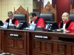 tiga-hakim-mahkamah-konstitusi-menghadiri-sidang-pendahuluan.jpg