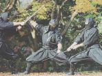 tiga-ninja-di-perfektur-mie-sedang-bertarung.jpg