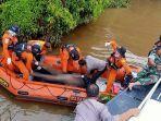 tim-evakuasi-jenazah-awak-kapal-yang-jatuh-di-sungai-kapuas.jpg