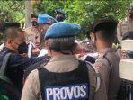 Sempat Cekcok, Polisi Tak Bolehkan Tim Hukum Rizieq Shihab Masuki PN Jakarta Timur