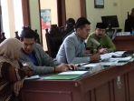tim-kuasa-hukum-hti-pada-sidang-gugatan-hizbut-tahrir-indonesia-hti_20180125_211702.jpg