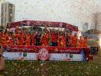 tim-rumah-susun-daan-mogot-kembali-menjuarai-kompetisi-sepak-bola-jakarta-rusun-festival_20161023_193957.jpg