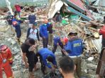 tim-sar-evakuasi-korban-gempa-di-perumnas-balaroa_20181007_112131.jpg