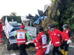 tim-satgana-pmi-menemukan-tiga-jenazah-korban-tsunami_20181002_161047.jpg