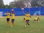 tim-sriwijaya-fc-berlatih-di-stadion-bumi-sriwijaya_20180907_184337.jpg