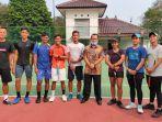 tim-tenis-kabupaten-bogor-melakukan-latihan-di-lapangan-tenis-pendopo-bupati-cibinong-kabupaten.jpg