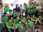 timnas-u-16-indonesia-di-kantor-kemenpora_20181004_144759.jpg