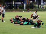 timnas-u-23-indonesia-gelar-latihan-jelang-laga-kontra-iran_20191116_030535.jpg
